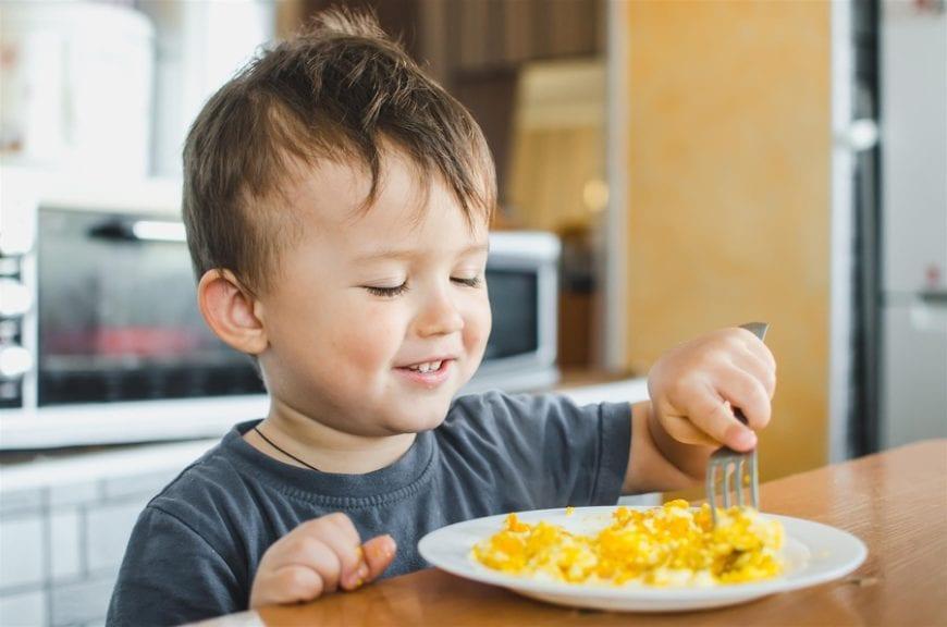 Recomiendan suministrar huevo a bebés desde los 4 meses
