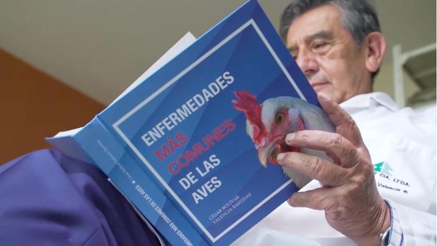 Conave publica libro de enfermedades aviares en Ecuador